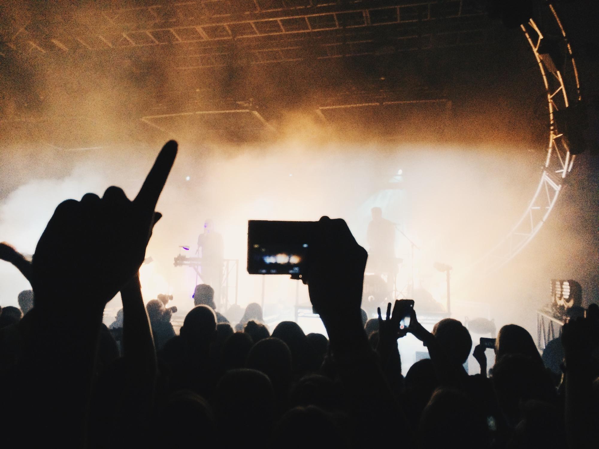 publiek-en-band-op-het-podium
