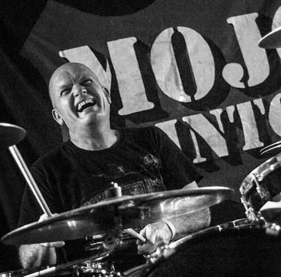 Jan Mepschen vrolijke drummer van de band Mojo Clinton