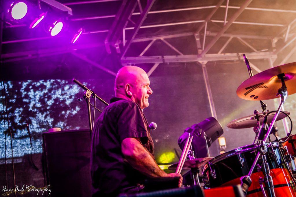 Drummer Jan Mepschen van de band Mojo Clinton